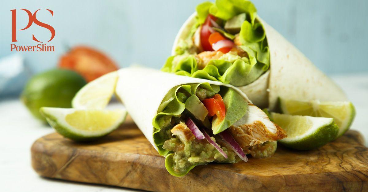 Chickenwrap met tomaat, avocado en honing-mosterddressing | koolhydraatarm